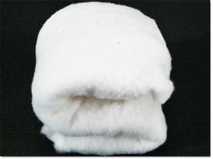 座布団は綿100%の座布団がもっとも座り心地が良いと考えております。